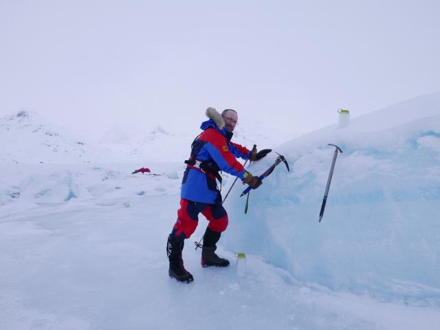 Polar Explorer Craig Mathieson collecting iceberg for the Polar Explorer limited edition whisky2